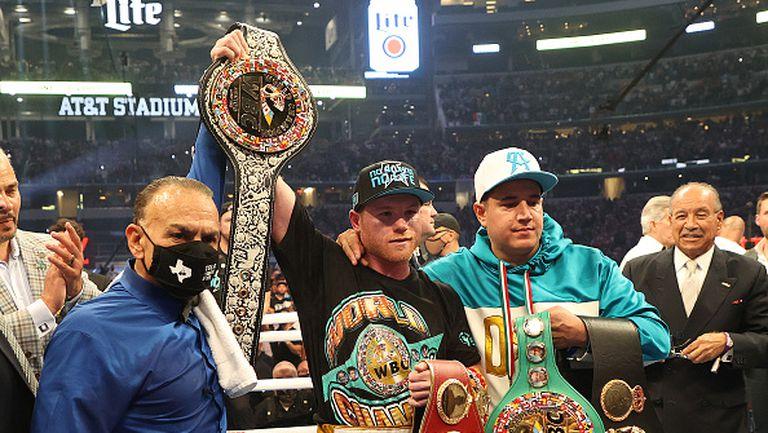 Канело Алварес защити титлите си след технически нокаут срещу Били Джо Сондърс