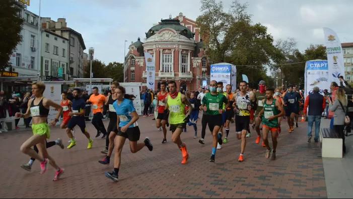 Общо 124 бегачи стартираха в класическата дистанция на маратона във Варна