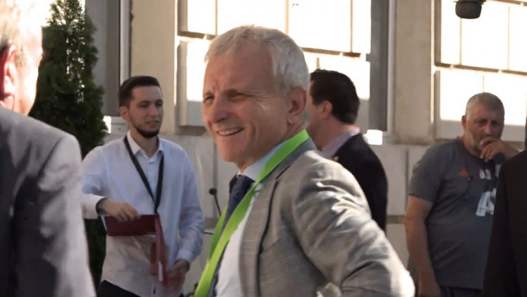 "Гриша Ганчев в елегантен костюм на ""Васил Левски"""