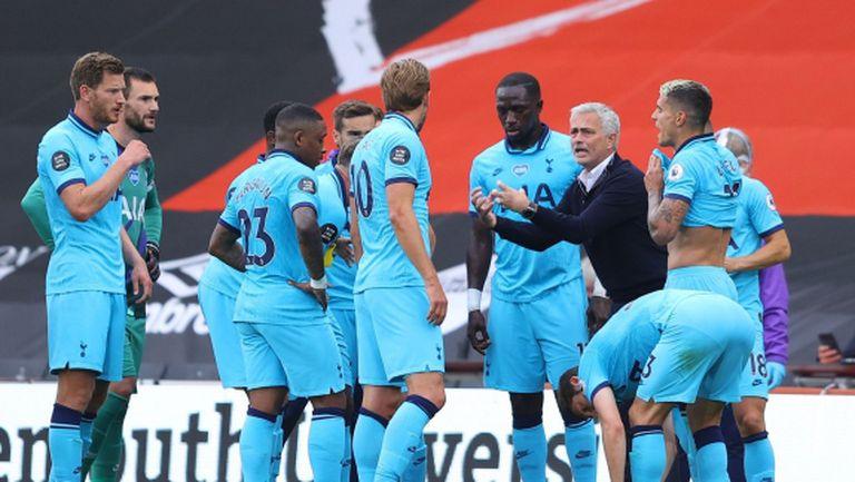 Моуриньо към играчите: За 90 минути трябва да бъдете група задници