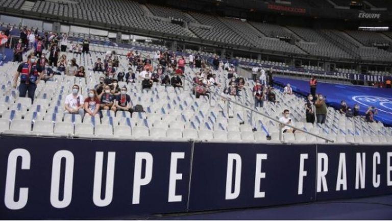 Франция няма да допуска по повече от 5 000 човека по стадионите