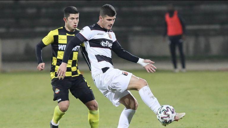 Брилянтен гол на Минчев покачи на 4:0 за Локо срещу Ботев