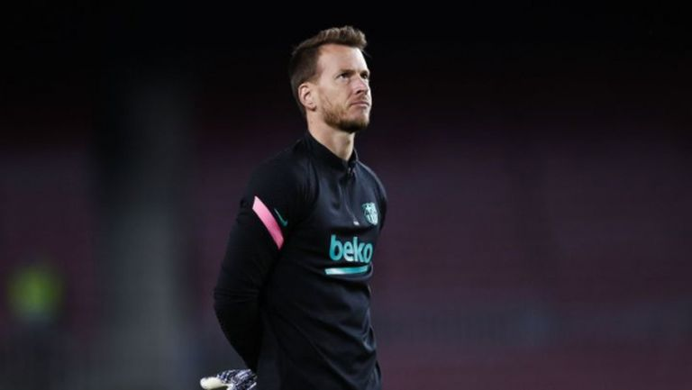 """Глобиха вратаря на Барселона за неправилно влизане на """"Камп Ноу"""""""