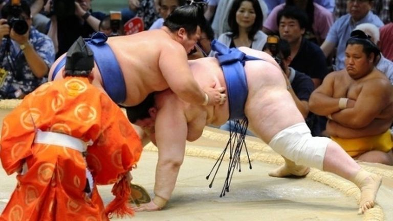 Сривът на Аоияма в Токио продължава