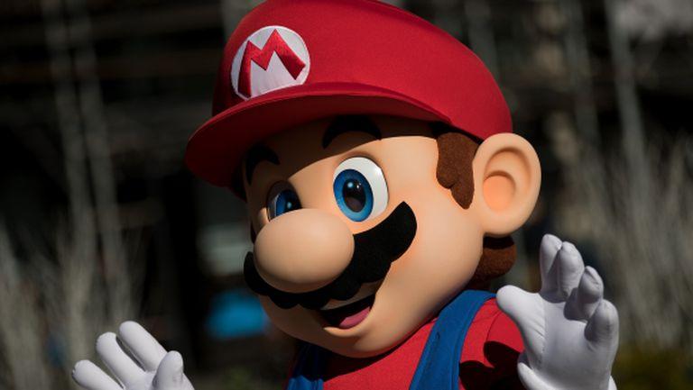 Великият Super Mario отново е тук и те вика, за да спасите принцеса Peach от Bowser
