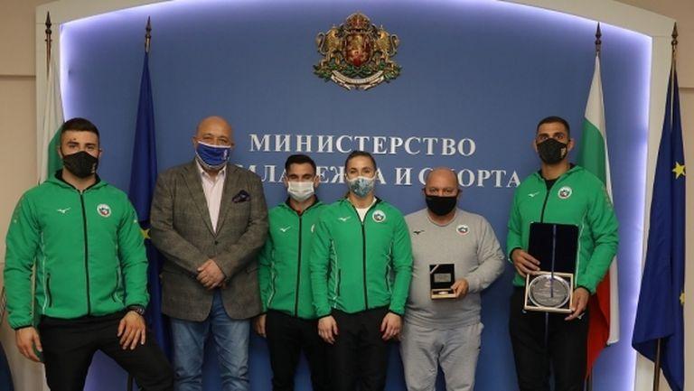 Министър Кралев награди Ивайло Иванов за сребърния европейски медал