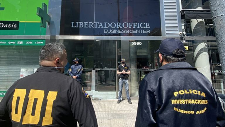 Акция в Аржентина: разследват доктора на Марадона за смъртта на легендата