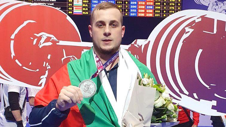 Нов медал: сребро за Дейвид Фишеров в изтласкването на европейското по щанги в Москва