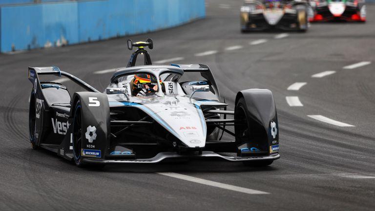 Вандоорн триумфира в първата квалификацияот Формула Е в Рим