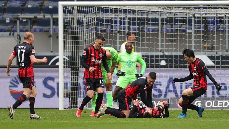 Айнтрахт и Волфсбург изнесоха спектакъл със седем гола и вървят уверено към ШЛ