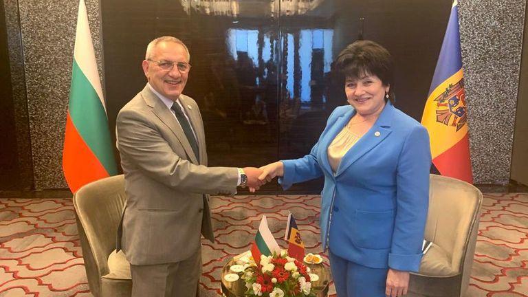 Министър Кузманов проведе двустранни срещи в Истанбул