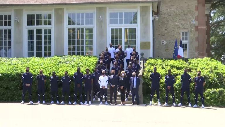 """Френският президент посети лагера на """"петлите"""""""