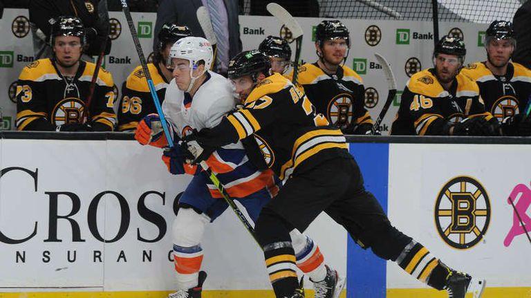 Бостън надви Ню Йорк Айлендърс след продължение в НХЛ