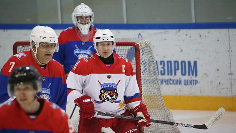Путин взе участие в мач по хокей на лед и отбеляза 8 гола