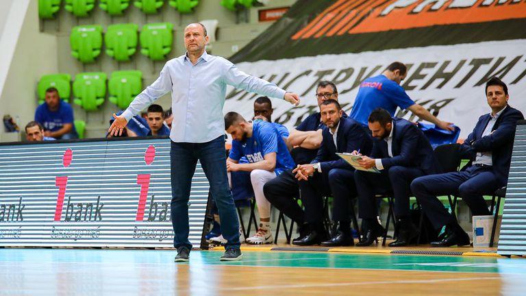"""Тити Папазов: Искам наградата """"Най-коректен треньор"""", всички се упражняваха срещу Левски (видео)"""