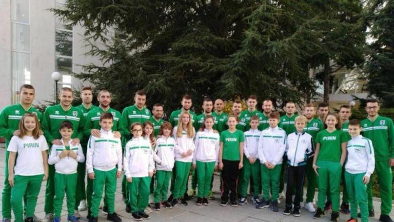 Футболистите на Пирин подкрепиха плувците, Паланков пропуска мача с Етър