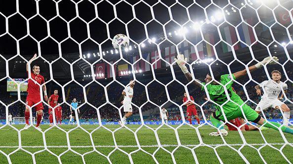 Чиро Имобиле удвои преднината на Италия срещу Турция