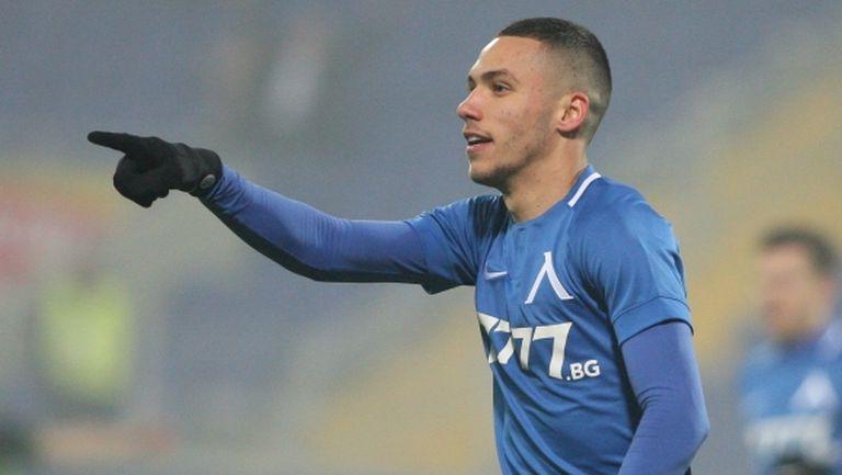 Спортинг с офанзива за звезда на Левски