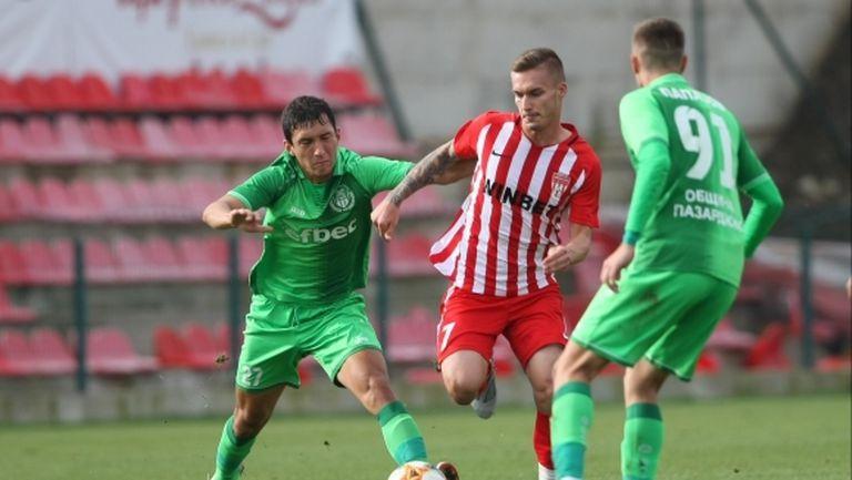 Хебър (Пазарджик) картотекира 29 футболисти за Втора лига