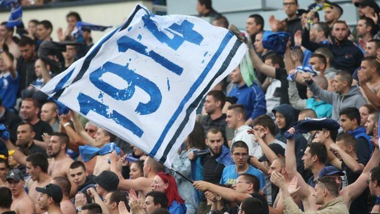 Всички фенове на Левски с абонаментни карти на стадиона
