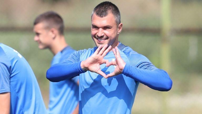 """""""Синя"""" звезда на облекчен режим, Божинов с жест към левскарите (видео+снимки)"""