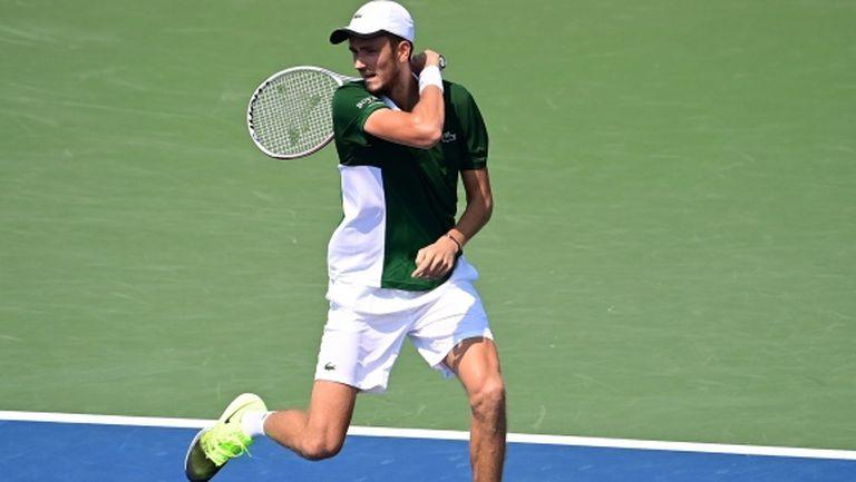 Медведев се класира на четвъртфиналите в Ню Йорк