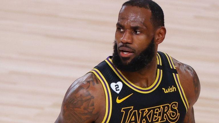 """С """"трипъл-дабъл"""" Леброн Джеймс класира Лейкърс за втория кръг на плейофите в НБА"""