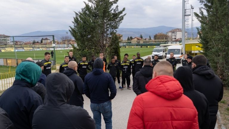 Феновете на Ботев (Пловдив) надъхаха играчите за мача с Левски