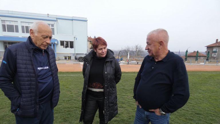 Крушарски дарява седалки за стадиона в Лом