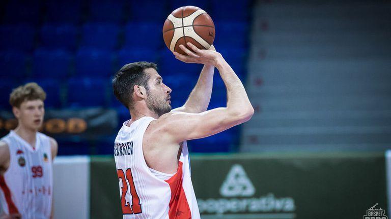 Александър Янев продължава с добрите мачове в Чехия