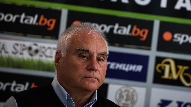 Костадин Гергинов приема атаките лично