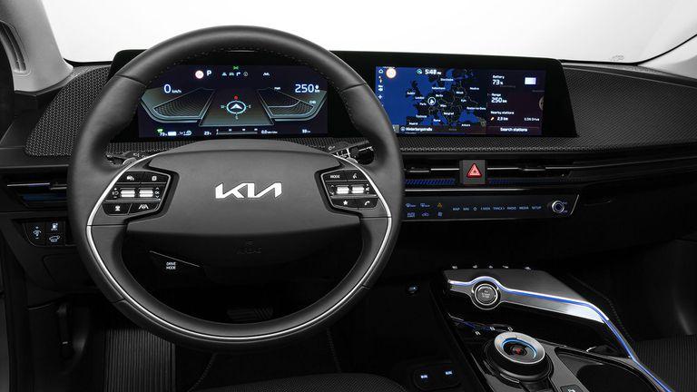 Интериорът на Kia EV6 предлага интуитивнo преживяване, вдъхновяващо всяко пътуване