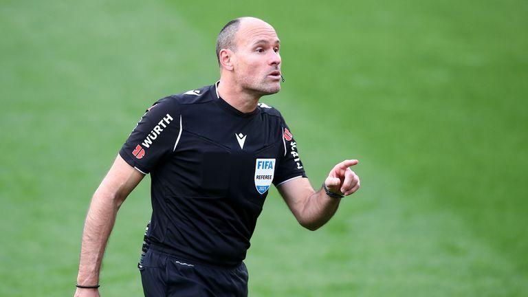 УЕФА обяви името на рефера, който ще ръководи финала на ШЛ