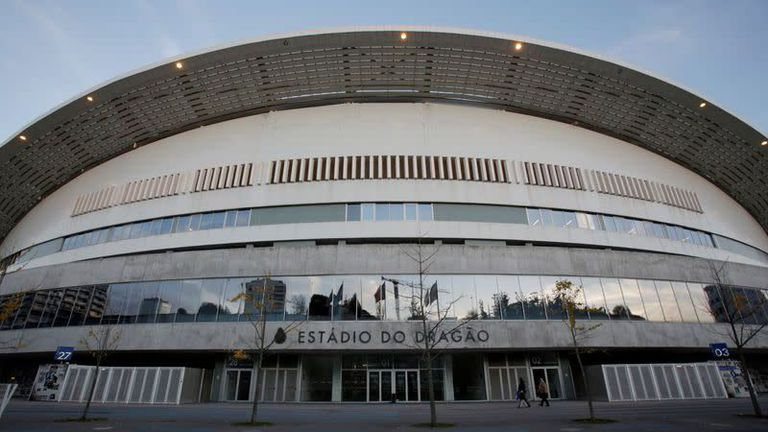 Португалия се готви да пусне фенове по стадионите