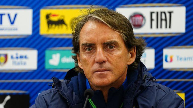 Манчини разкри дали е получил оферти от клубове и ще даде ли шанс на Дзаниоло