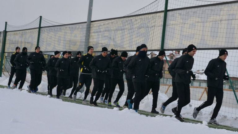 Ботев започна зимната си подготовка с 21 футболисти и нов треньор (видео)