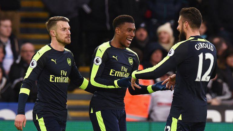 Арсенал се намести в тройката след лесна победа над Суонзи (видео)