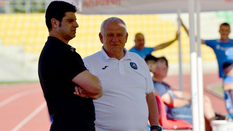 Гонзо заминава с 25 футболисти в Гърция