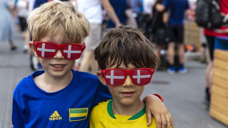 Феновете на Дания загряха за мача с Финландия на Евро 2020
