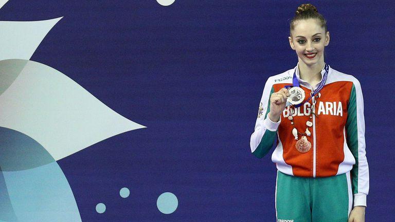 Министър Кузманов поздрави Боряна Калейн за сребърния медал в многобоя от Европейското по художествена гимнастика