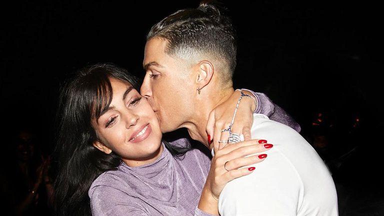 Кристиано и Джорджина се гушкат във фитнеса (снимка)