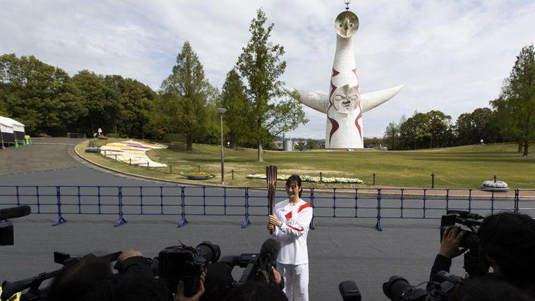 Щафетата с олимпийския огън премина през пуст парк в Осака
