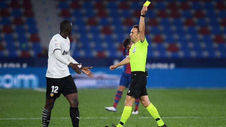 Още един удар по оплакалия се от расизъм играч на Валенсия