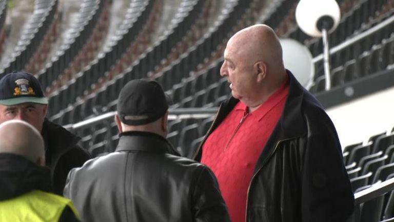 """Венци Стефанов, Ивайло Петков и част от играчите на Арда са на трибуните на стадион """"Славия"""""""