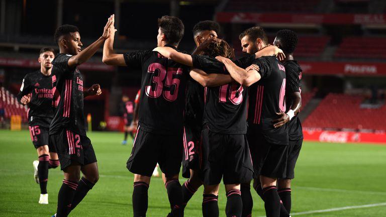 Реал Мадрид остана в битката за титлата след разгром над Гранада (видео + галерия)