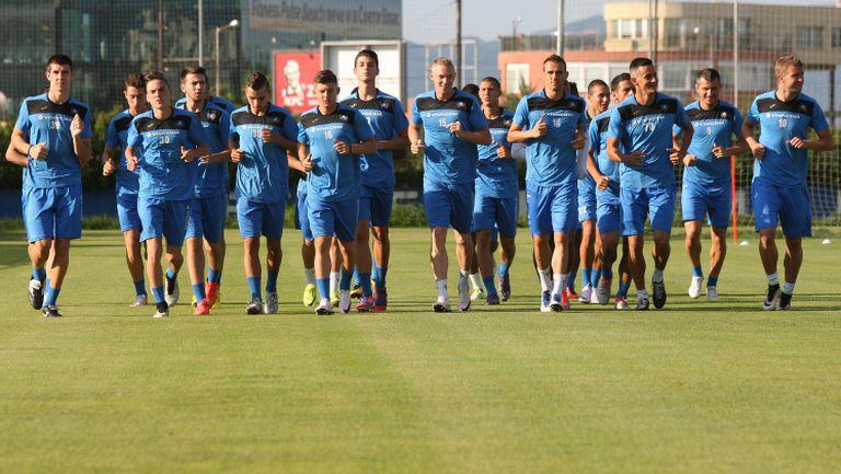 Левски с група от 17 футболисти преди битката с Локо (Пд)