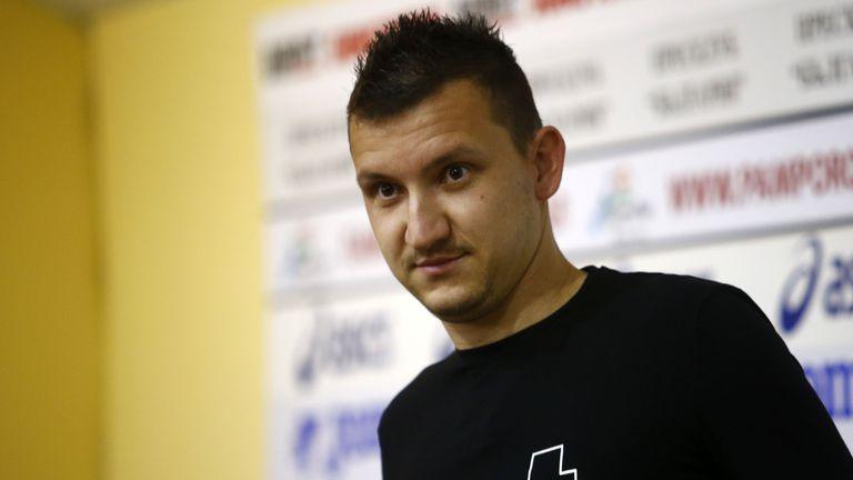 Неделев отказва нов договор заради Валентич?