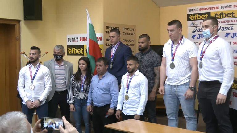 Федерацията по вдигане на тежести след успехите в Москва