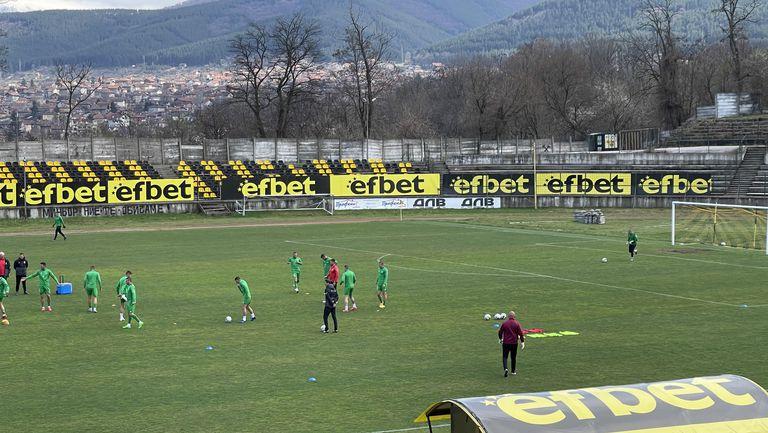 """Пирин (Благоевград) ще търси победата на """"Стадиона на Мира"""" в Перник"""