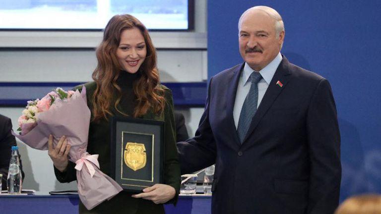 Бивши командоси охраняват шампионка по плуване след конфликт с Лукашенко